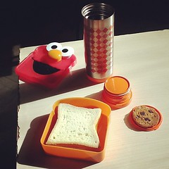 #lunch break #sandwich #tea #chocolatechipcookies #thermos #cookies #elmo ☕