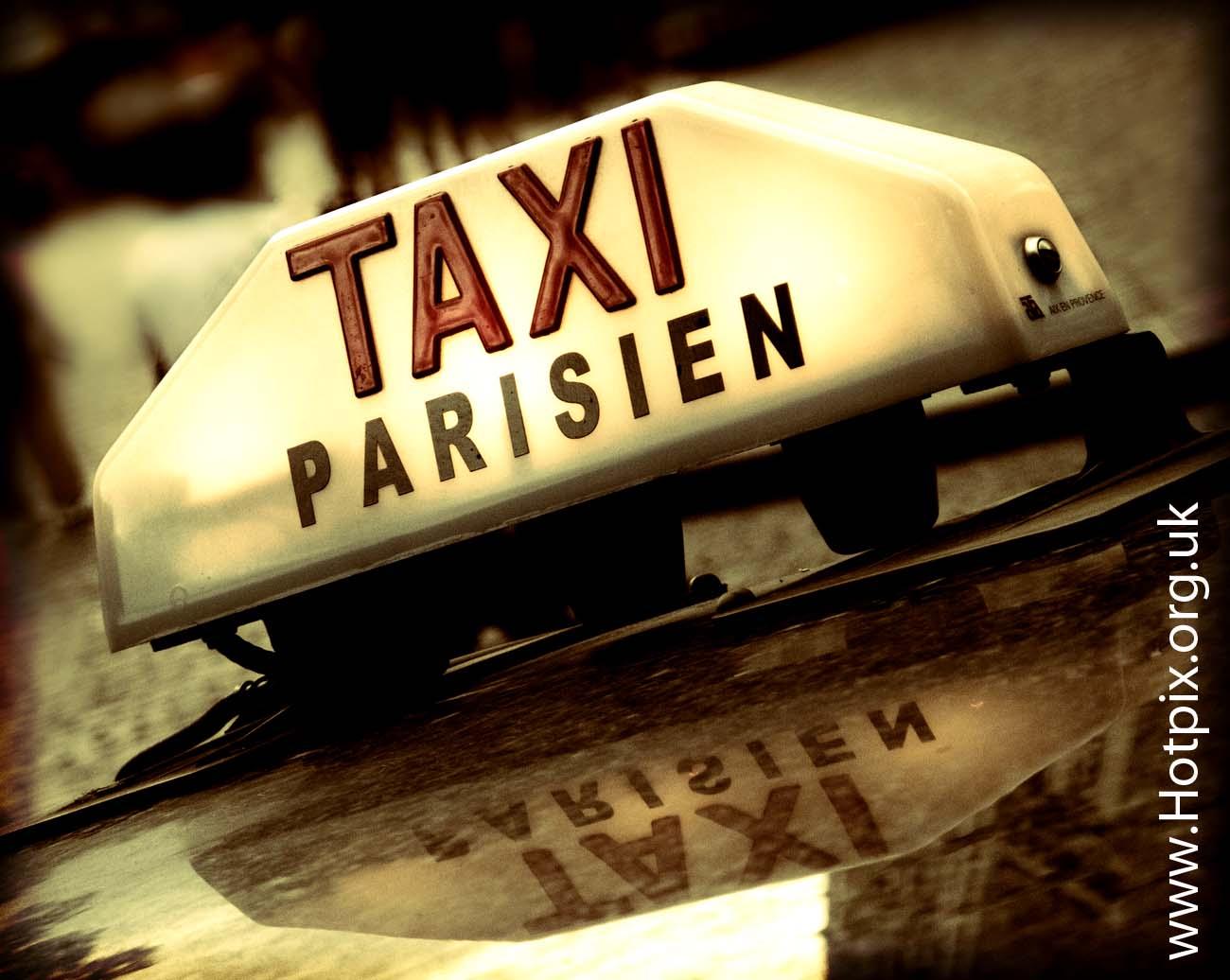 taxi,paris,france,parisien,taxiparisien,tonysmith,hotpix,europa,europe,sepia,selective,colour,street,rue,road,reflection,city,car,transport,voiture,sign