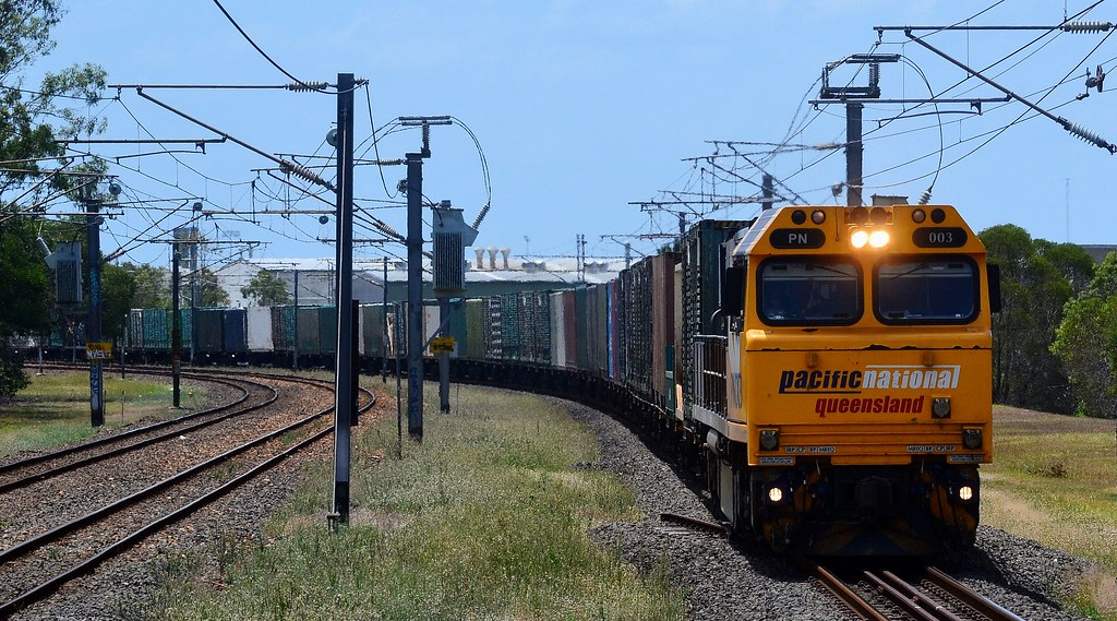 Pacific National QLD - Up Containers by Shawn Stutsel