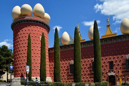 Figueras: Dali Museum