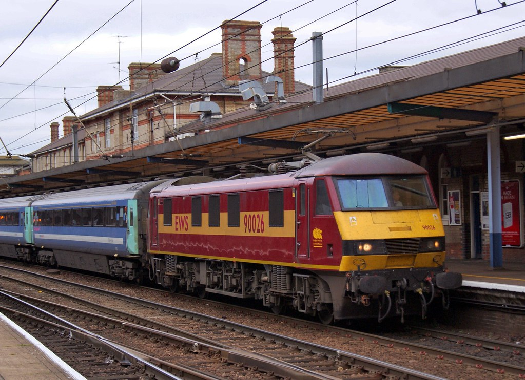 Class 90 90026, Ipswich, 26th. October 2009 by Crewcastrian