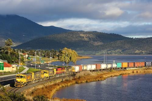 train gm australia tasmania dq quin 2012 freighttrain 635 emd granton goodstrain tasrail no35 dqclass canoneos550d trainsintasmania stevebromley