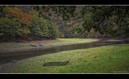 autumn boats fishing fisherman peace lac luxembourg lak naturpark pontmisère lacdelahautesûre obersauer ardennne uppersûre luxembourgardennes