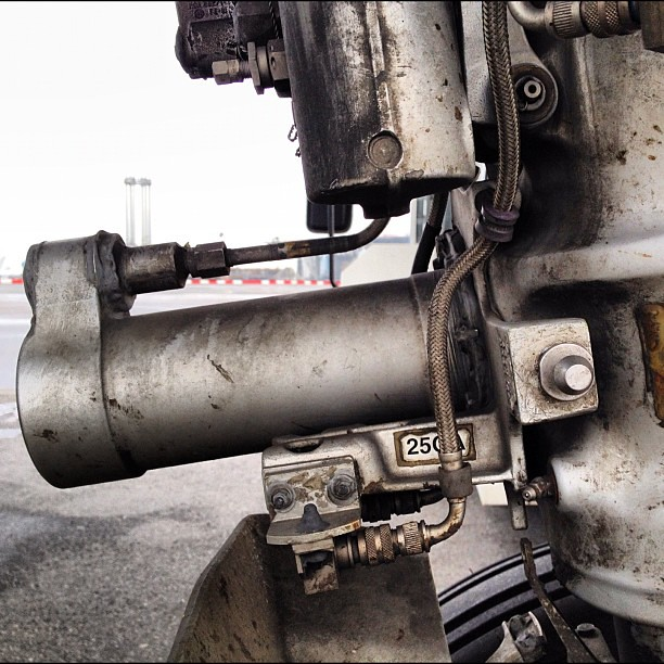 a319 Nose Landing Gear steering actuator | romadm | Flickr