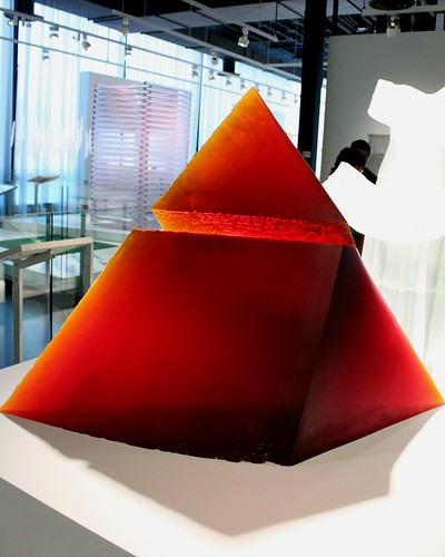 new york ny art broken glass museum modern view pyramid front frontal artworks corning corningmuseumofglass cmog konomark