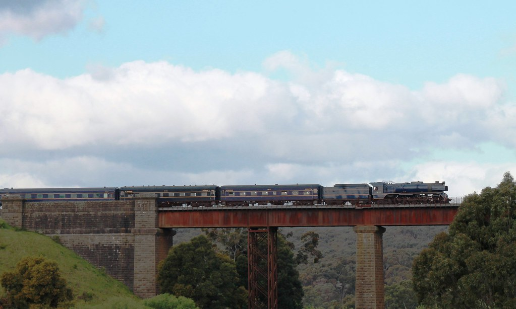R711 on the Taradale Vidauct by S312 Photography
