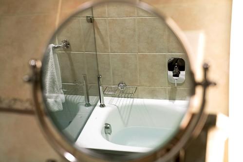 bathroom hotel nigeria guestroom spg starwood holidayresort starwoodresorts starwoodhotels uyo meetingresort lemeridienhotelsandresorts lemeridienibomhotelgolfresort