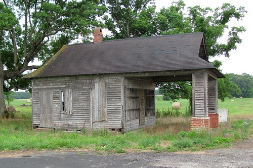 road wood chimney building brick cars architecture rural virginia store highway piers small country basement structure junction gasstation business vehicles commercial transportation brackets clapboard eaves compact overhang geographiccenter portecochere buckinghamcounty mountrush