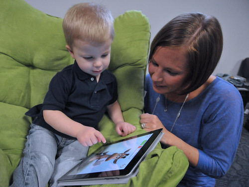 Child and mother with Apple iPad | by IntelFreePress