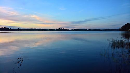 950 bluehour evening ilta iphoneography järvi kesä laaksolahti lake lumia lumia950 lumia950xl microsoft pitkäjärvi pureview reflection twilight tyyni xl espoo