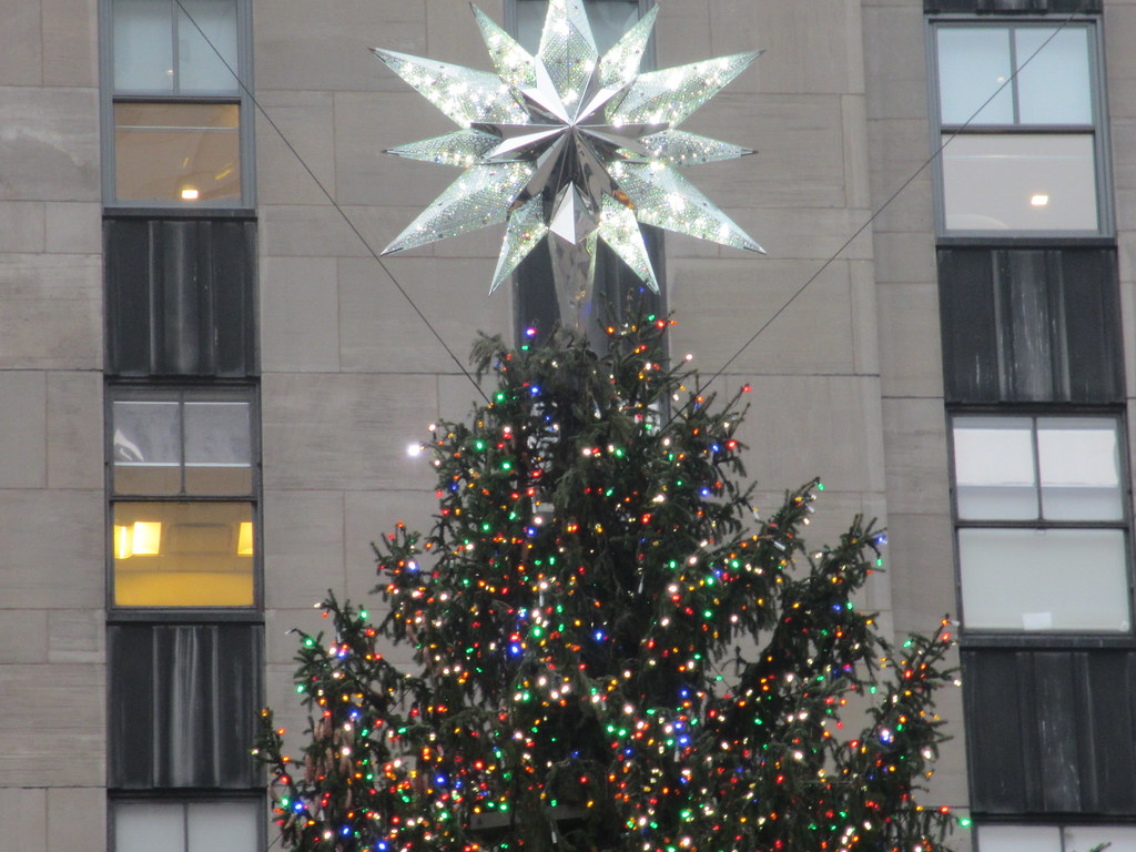the star on top of the christmas tree in rockefeller cente flickr flickr