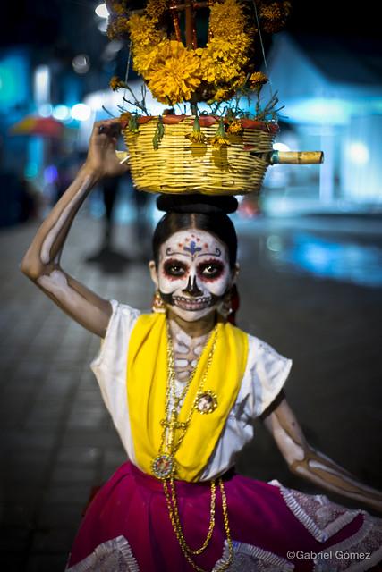 Girl in costume / Niña Día de Muertos