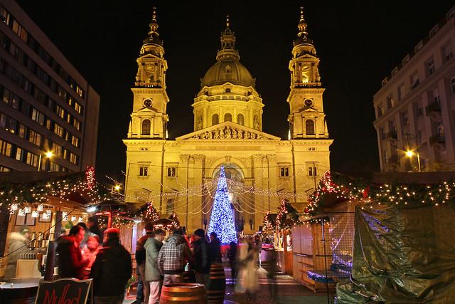 Budapest - the Basilica - chrismas market 5