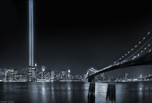WTC Tribute in lights, Brooklyn Bridge, September 11 2006 | by noamgalai