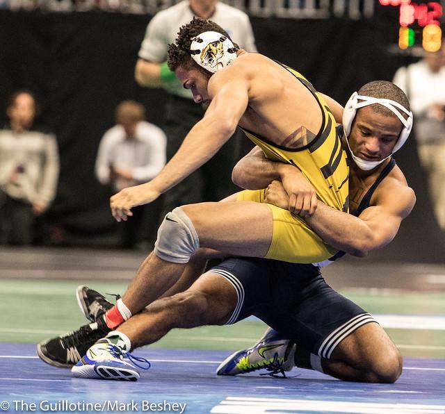 165 Semifinal - Mark Hall (Penn State) 32-0 won by fall over Daniel Lewis (Missouri) 32-1 (Fall 6:22) - 180316bmk0456
