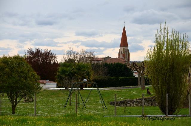 Le village dans les champs.