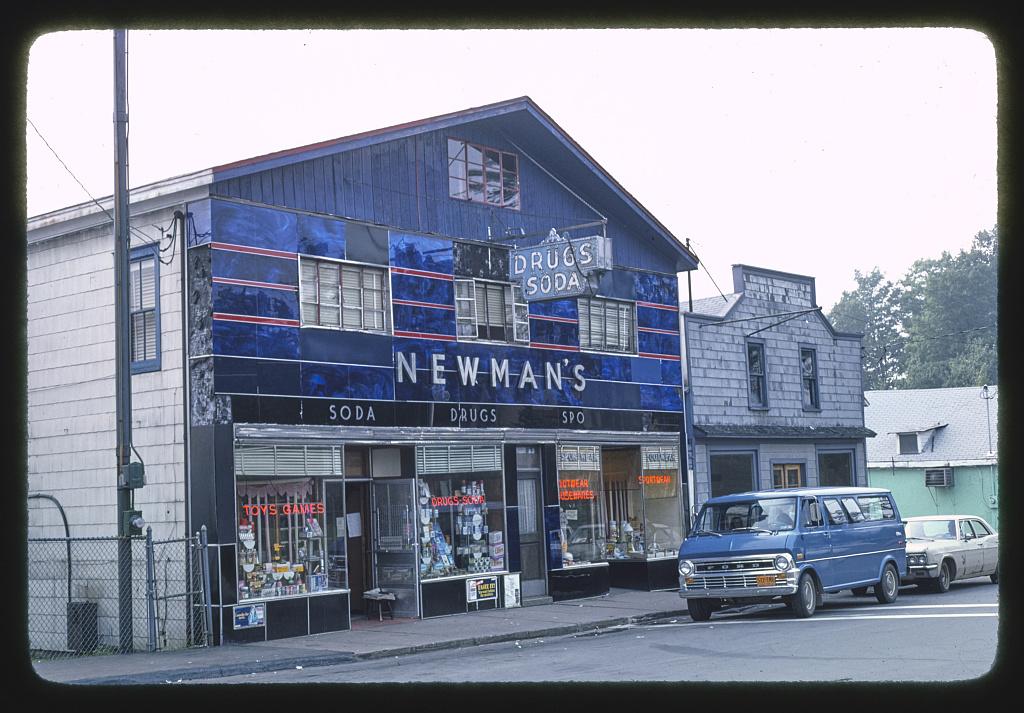 Newman's Drugs, Lake Huntington, New York (LOC)