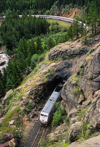 amtrak californiazephyr no5 5 t29 tunnel29 cliff pinecliffe colorado upmoffattunnelsubdivision moffattunnelsub tunnel ge p42dc 56 train passengertrain railroad locomotive co