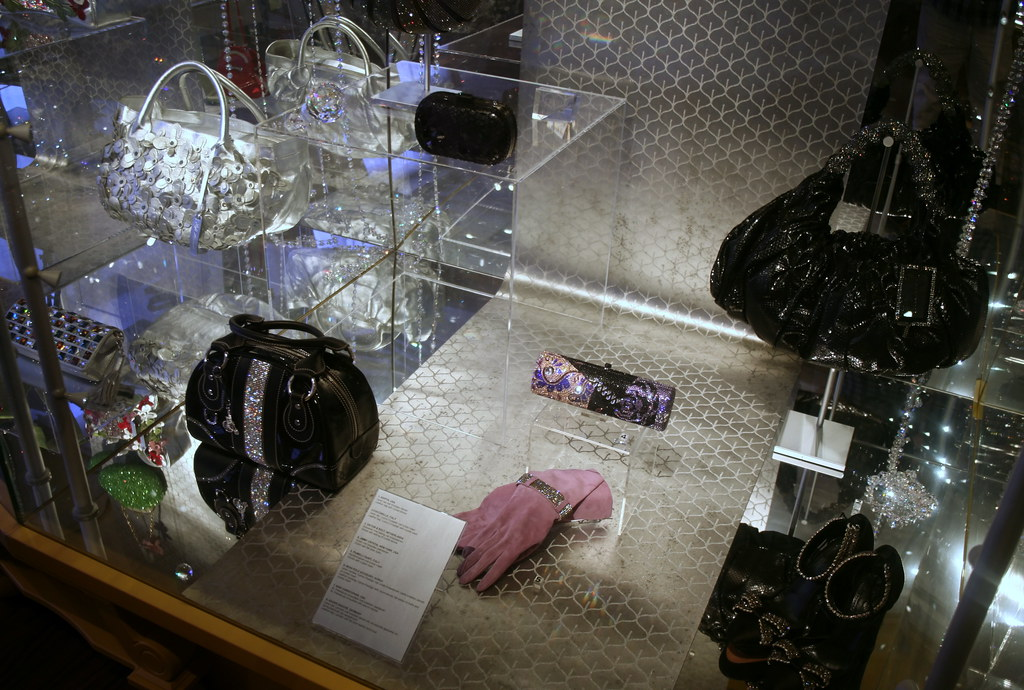 bag and purse museum (160)