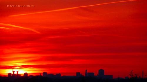 travel sunset sky cloud sun holland color colour nature netherlands dutch clouds vakantie zonsondergang europe utrecht skies view apartment air natuur wolken sunsets scene panasonic sunrises lucht zon zeist webshots tz5