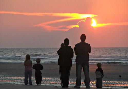 sunrise isleofpalms familytime familysunrise sillhouette