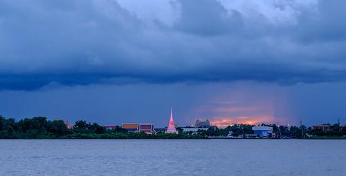 fujifilm xt10 xf56mmf12r glowing sunset moodandatmosphere landscape samutprakarn thailand availablelight