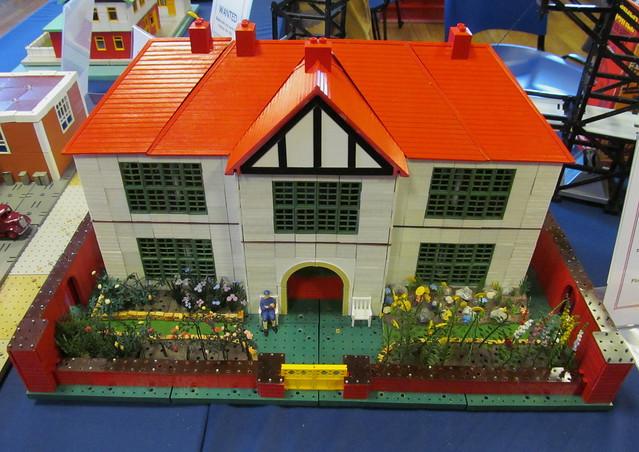 Bayko House with Britains Floral Garden