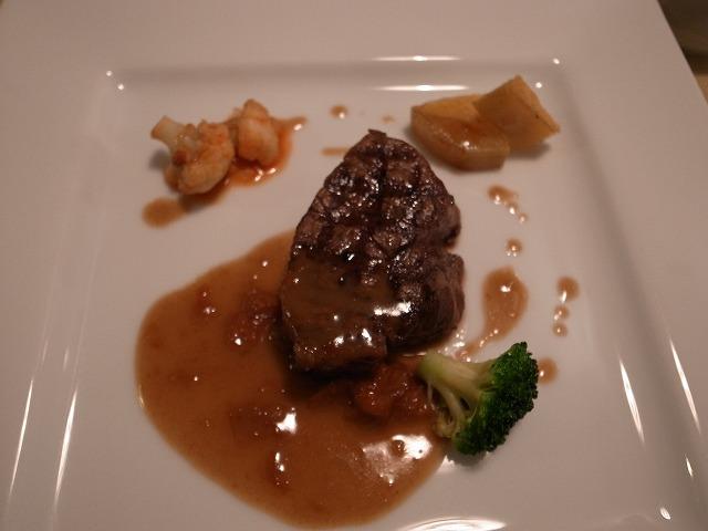 <p>c)牛ヒレ肉のレフォールソース</p>