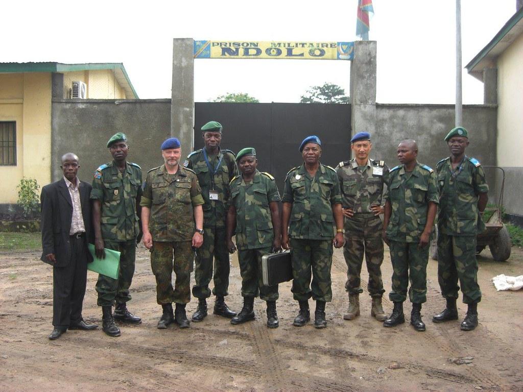 Contrôle de paie à la prison militare Ndolo, Kinshasa (Pho… | Flickr