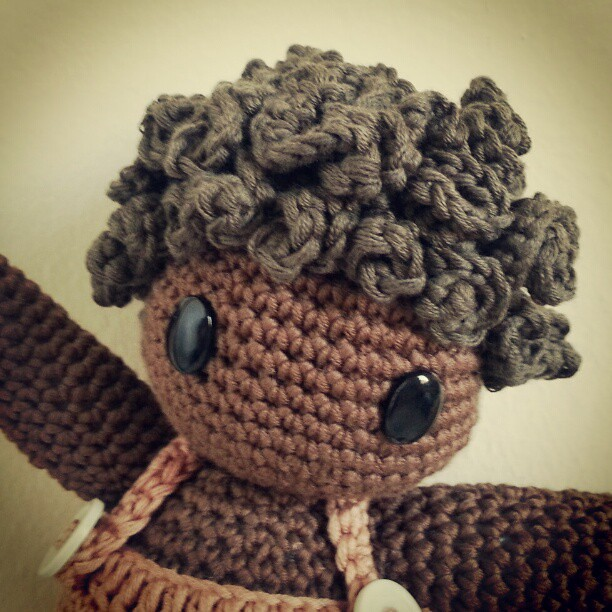 How to Attach Hair to a Crochet Doll - thefriendlyredfox.com | 612x612