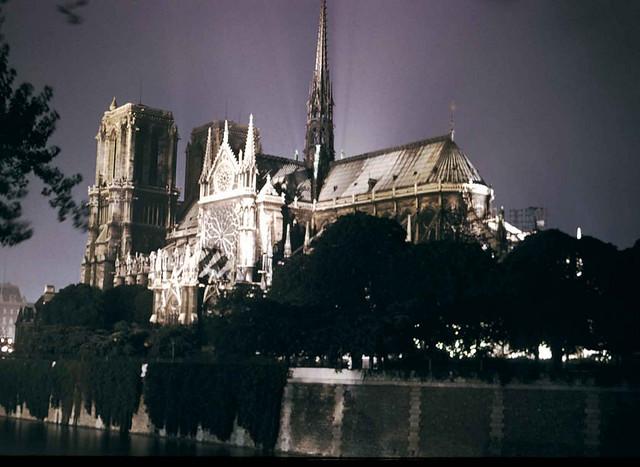 Notre Dame de Paris la nuit