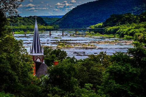 harpersferry westvirginia unitedstates us potomac river viewed from jefferson rock harpers ferry national historical park wv usa american america wva nps water steeple church spiral
