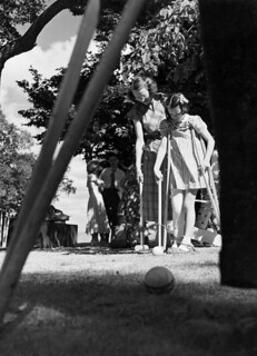Croquet game at Merry Wood Camp for Crippled Children, Smiths Falls, Ontario / Partie de croquet au camp Merry Wood pour enfants infirmes, Smiths Falls (Ontario)