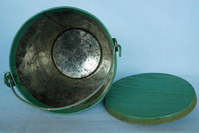 DSC01208 Hand Painted Galvanized Tin Bucket
