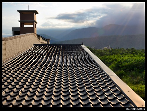 roof sunset sky mountains building tower texture rooftop architecture clouds campus landscape asian island grey asia university pattern outdoor gray taiwan diagonal tiles tropical formosa 台灣 parallel sunsetlight hualien alton altonthompson 2012 ndhu overlap inarow riftvalley 花蓮縣 donghwa 國立東華大學 nationaldonghwauniversity 唐博敦 hualiencounty shoufeng taiwanphotographers altonsimages papayacreekdelta