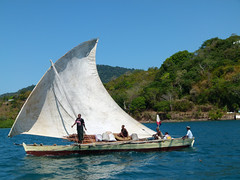 ma, 29/10/2012 - 14:03 - 057. Arriverende Dhow in Nosy Be