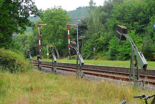Wire tensioners, Bhf Dernau, Ahrtalbahn | by Forest Pines