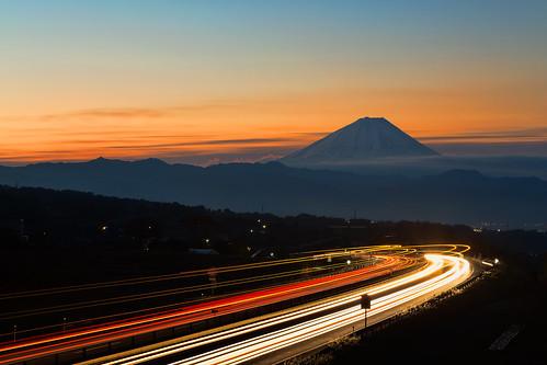 morning autumn light sky fall japan sunrise highway line mtfuji 2012 fujiyama yamanashipref chuohighway