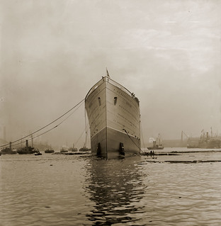 Mauretania on the River Tyne shortly after launch