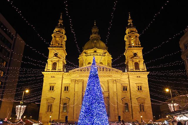 Budapest - the Basilica - chrismas market 2