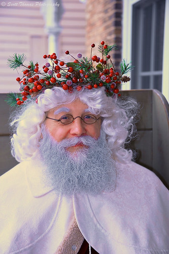 travel vacation portrait holiday newyork man beard glasses costume eyes nikon berries unitedkingdom performing twinkle event actor fatherchristmas santaclaus entertainer performer speedlight fillflash skaneateles dickenschristmas d700 sb700 scottthomasphotography afsnikkor28300mmf3556gedvr