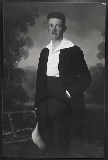 Archiv Hel02 Adolf N., Vater von G., 1900er