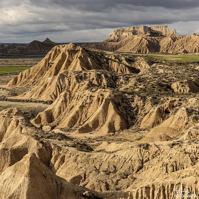 Cabezo de las Cortinillas.  www.isihfotografia.com  #puestadesol #lasbardenas #lasbardenasreales #paisajes  #fotografiadepaisajes #naturaleza #amarillo #calidez #primavera #cielos #horaazul #Navarra #sunset #sunlight #landscape #picoftheday #landscapespho
