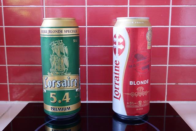 日, 2016-07-17 07:53 - GuadeloupeのビールCorsaire(左)とMartiniqueのビールLorraine(右)