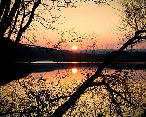 sunset lake mountains tree colors canon reflections framing westernpennsylvania shawneestatepark