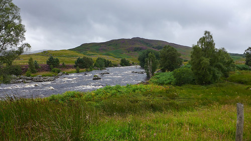 rivergaur scotland leicadlux6 dlux6 leica river riverside landscape schotland unitedkingdom mountainside water rapids thehighlands
