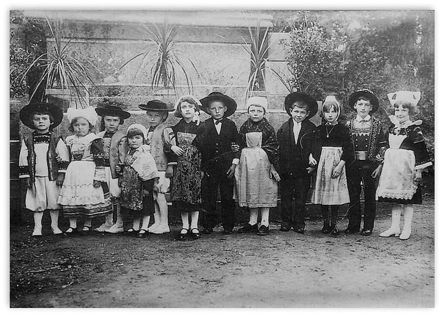 Y 1930 - Children of Plouguin in Breton suits