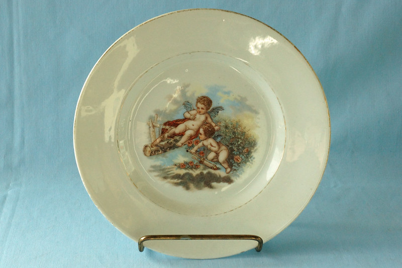 DSC01306 Vintage Plate with Cupids