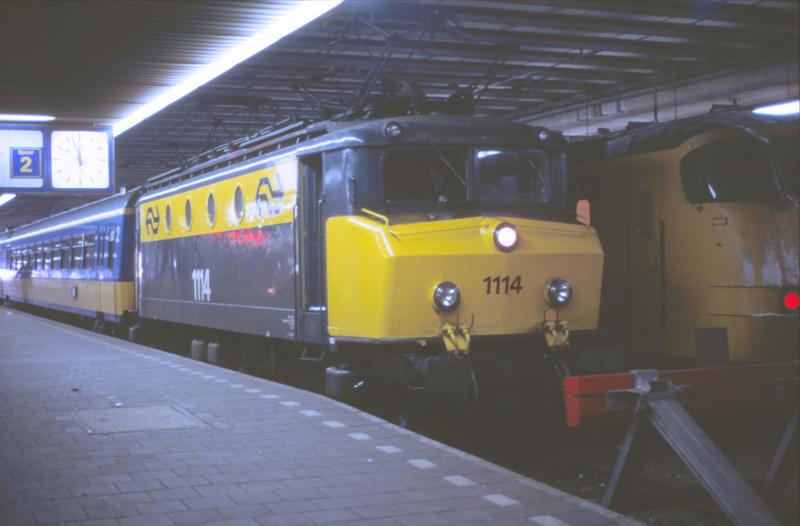 08411056-1326 Den Haag Centraal 30 december 1985 by peter_schoeber