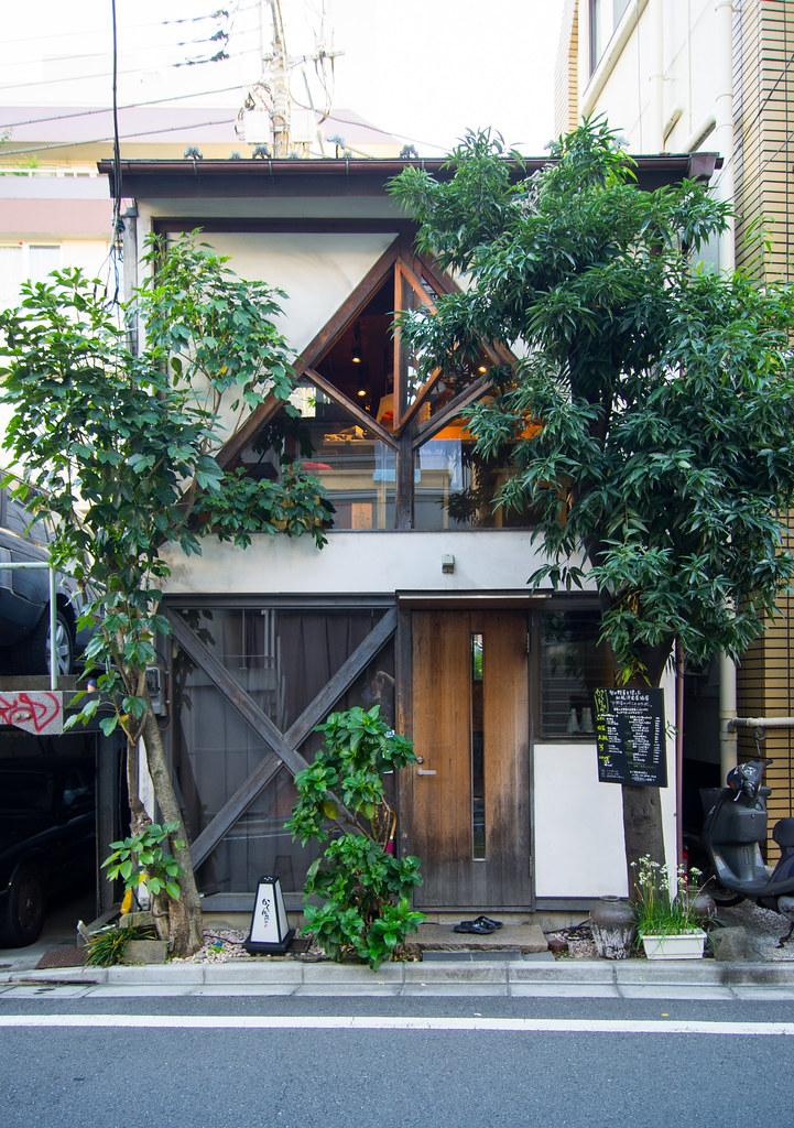 An odd little teahouse in Aoyama